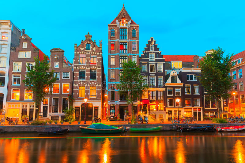 夜阿姆斯特丹运河Herengracht城市视图  免版税库存图片