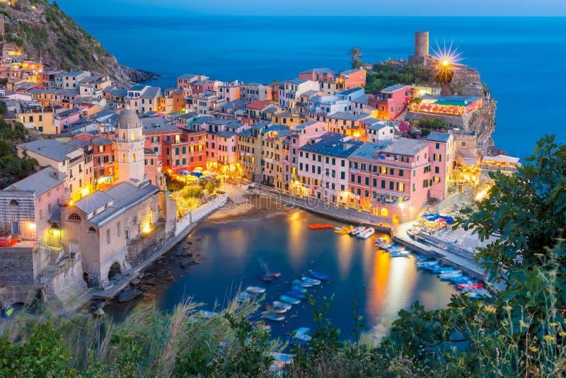 夜韦尔纳扎,五乡地,利古里亚,意大利 免版税库存图片