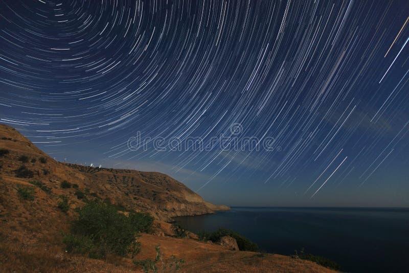 夜风景,与移动的星的夜空 库存图片