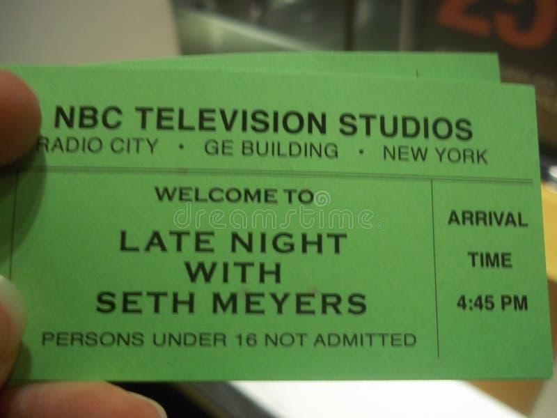 夜间与塞思迈耶斯现场观众票 免版税库存图片