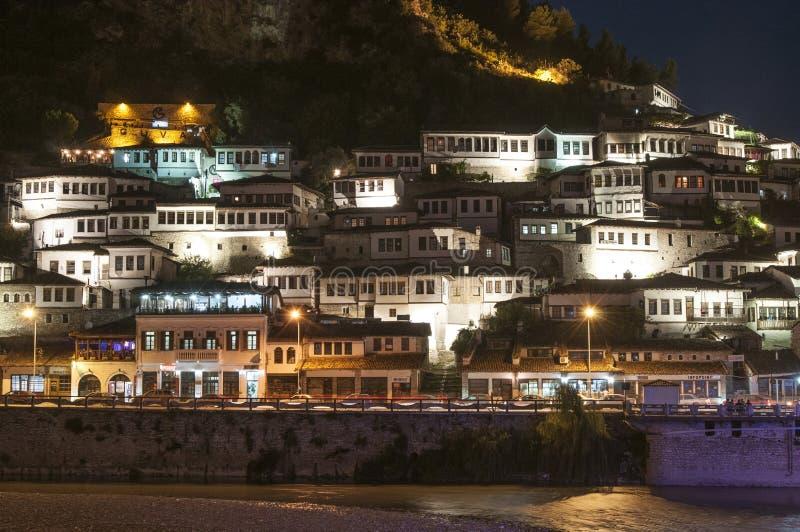 夜berat阿尔巴尼亚欧洲的瞥见 库存图片