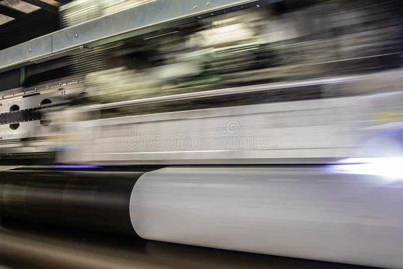 大专业打印机,处理巨型的乙烯基滚动 库存照片