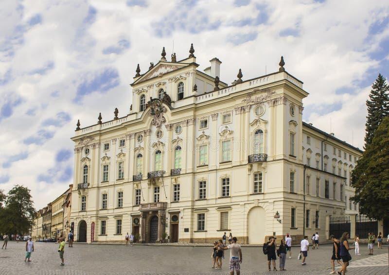 大主教在布拉格城堡旁边的` s宫殿 库存照片