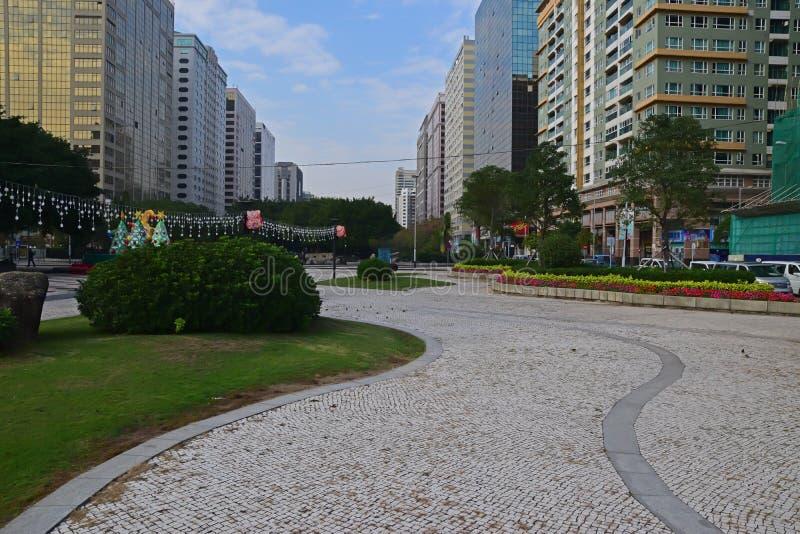 大人行道穿过卡洛斯D'assumpcao Park博士在澳门,中国 免版税库存照片