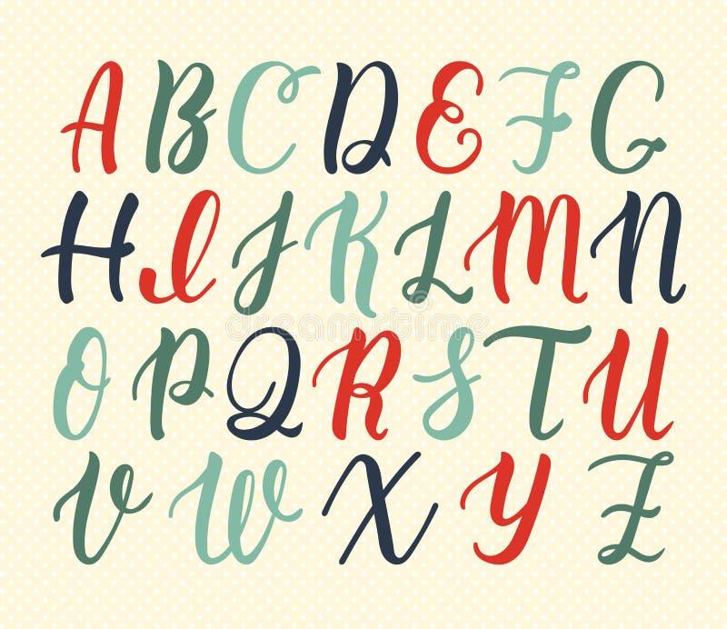 大写字母手拉的拉丁书法刷子剧本在葡萄酒颜色的 书法字母表 向量 库存例证