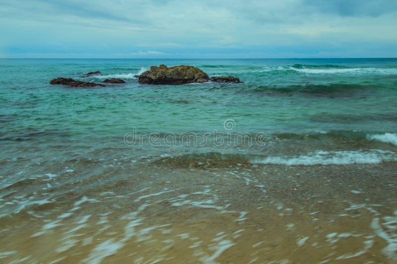 大冰砾在蓝绿海洋 库存图片