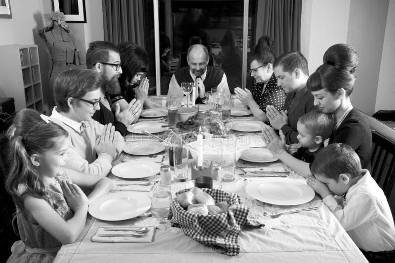 大减速火箭的家庭感恩晚餐土耳其祷告 库存图片
