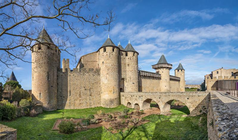 大别墅Comtal - 12世纪小山顶城堡在卡尔卡松 库存照片