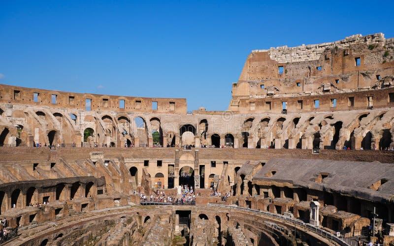 大剧场的里面在罗马,意大利-充分以游人-全景 库存照片