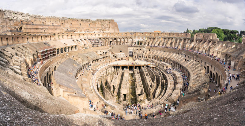 大剧场的里面的看法在罗马 库存图片