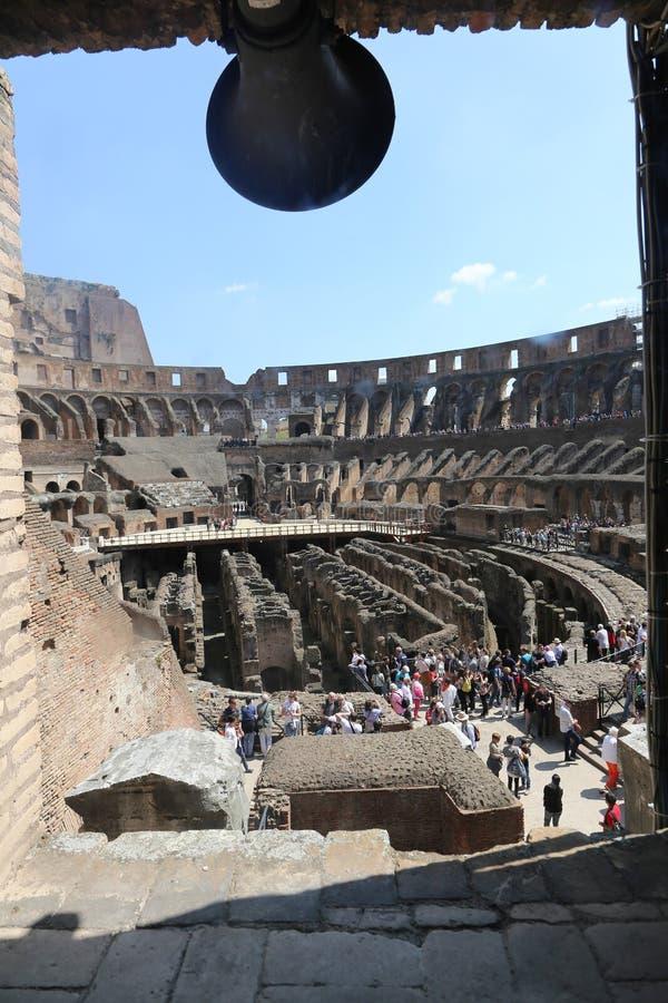 大剧场的-罗马游人 库存图片