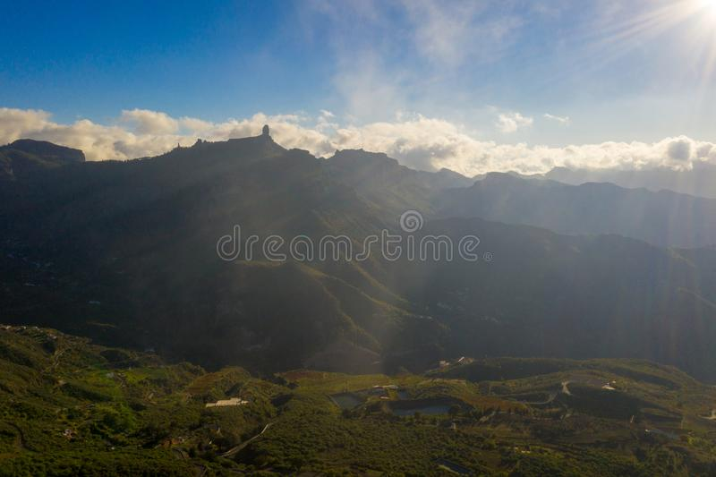 大加那利岛山的鸟瞰图在海岛中间的有泰德峰火山视图 图库摄影