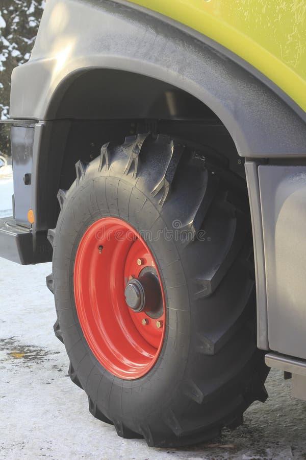 大卡车轮子特写镜头  免版税图库摄影