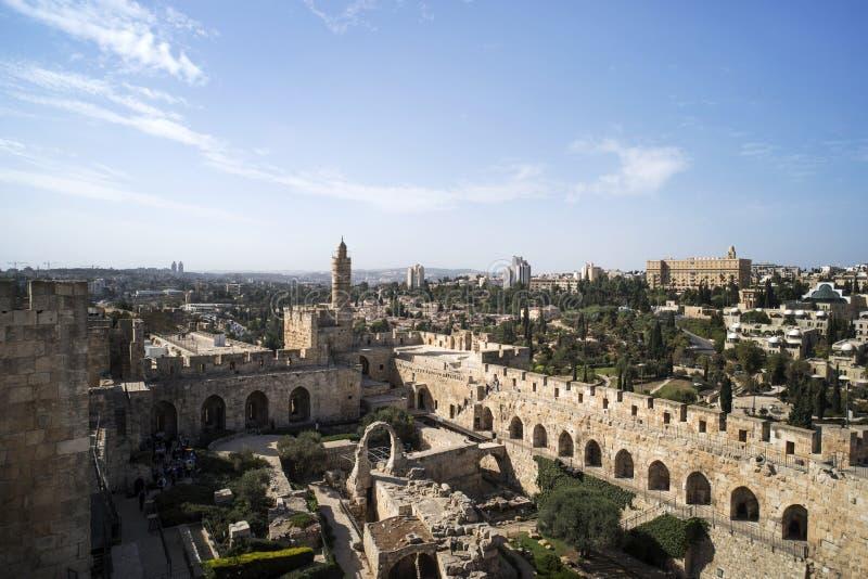 大卫塔全景在春天的在耶路撒冷,以色列老  大卫塔在耶路撒冷南墙壁上的  免版税库存图片