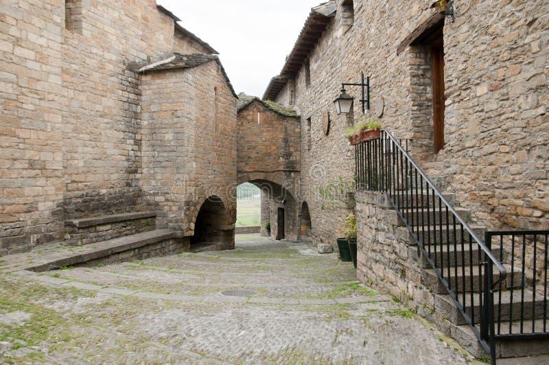 大卵石街道- Ainsa -西班牙 免版税库存照片