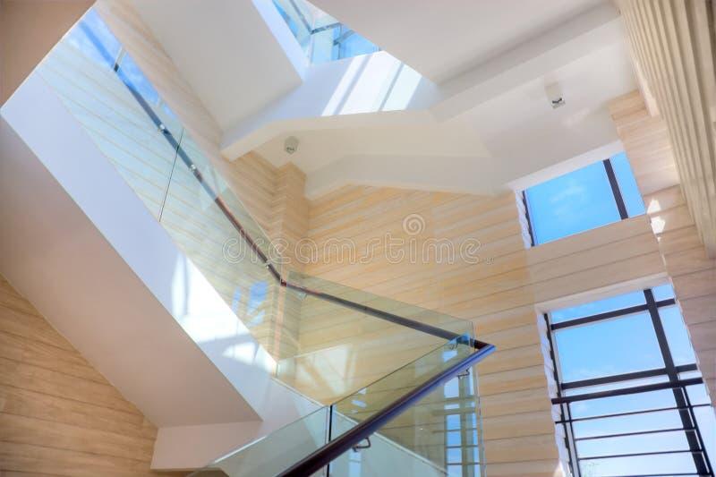 大厅豪华楼梯 库存图片