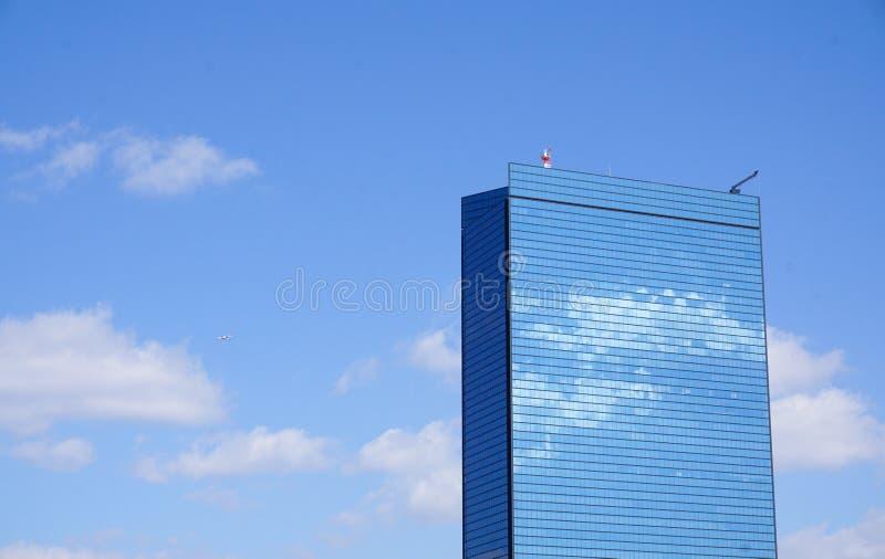 大厦上面在街市的在昆明,中国 免版税库存图片
