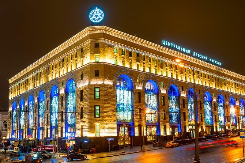 大厦中央儿童的商店的夜视图Lubyanka广场的在莫斯科 免版税库存图片