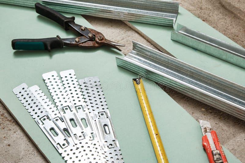 大厦和修理工具和材料 免版税库存照片