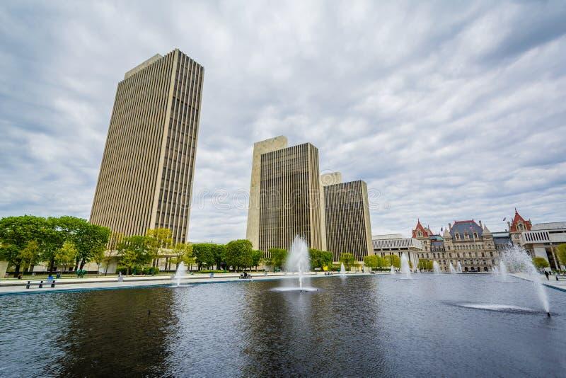 大厦和喷泉在帝国状态广场,在阿尔巴尼,纽约 库存照片