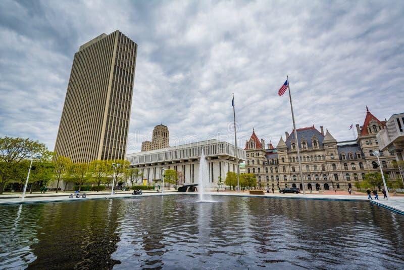 大厦和喷泉在帝国状态广场,在阿尔巴尼,纽约 库存图片