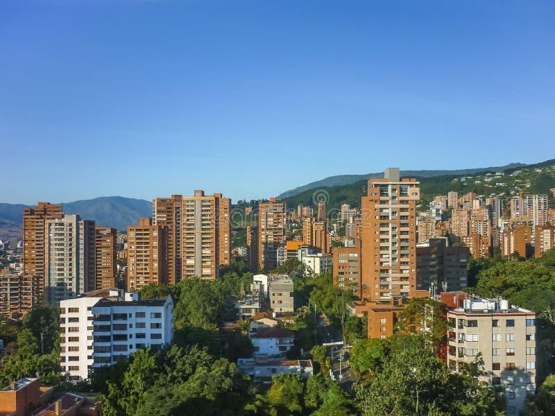 大厦和山在麦德林哥伦比亚 免版税图库摄影