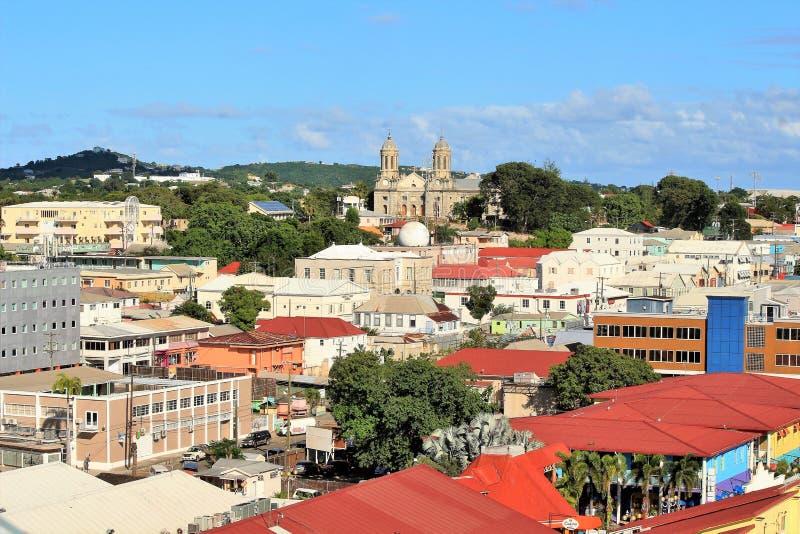 大厦和教会场面在圣约翰斯,安提瓜岛海岛上  免版税库存照片