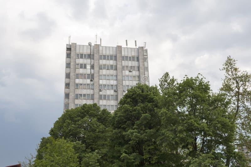大厦和街道在多布里奇,保加利亚镇的中心  免版税库存图片