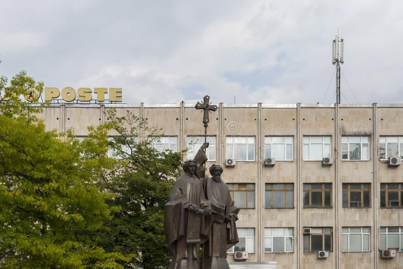 大厦和街道在多布里奇,保加利亚镇的中心  库存图片