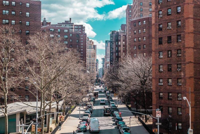 大厦和街道在曼哈顿中城,纽约附近 免版税库存照片