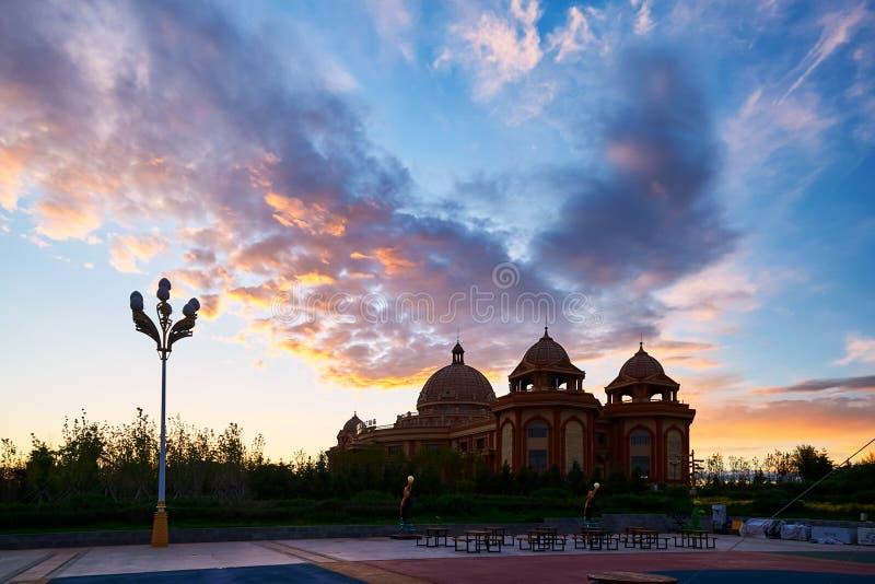 大厦和cloudscape在NZH满洲里日落matryoshka正方形  库存图片