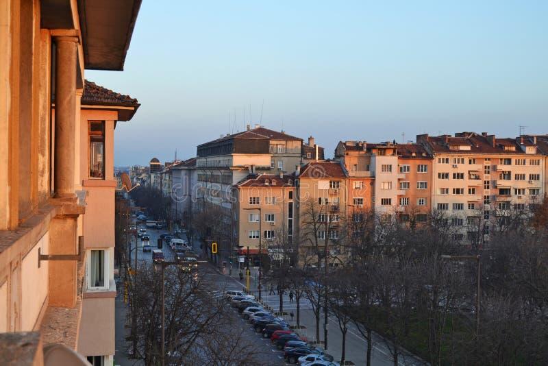 大厦和Patriarh Evtimii大道阳台视图在索非亚,保加利亚的中心 免版税库存图片