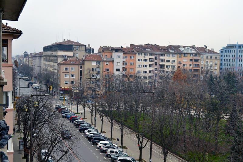 大厦和Patriarh Evtimii大道阳台视图在索非亚,保加利亚的中心 免版税库存照片