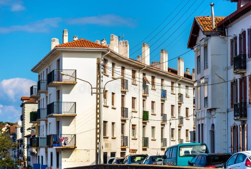 大厦在昂代伊,边界的法国城市与西班牙 库存图片