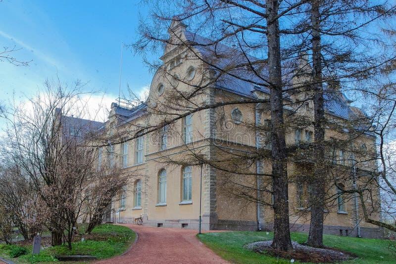 大厦在植物园在冬天,赫尔辛基,芬兰里 免版税库存图片