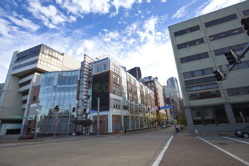 大厦在街市匹兹堡,宾夕法尼亚文化区  库存照片