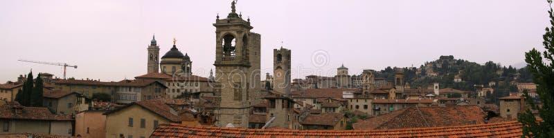 大厦在贝加莫中世纪镇  免版税库存图片