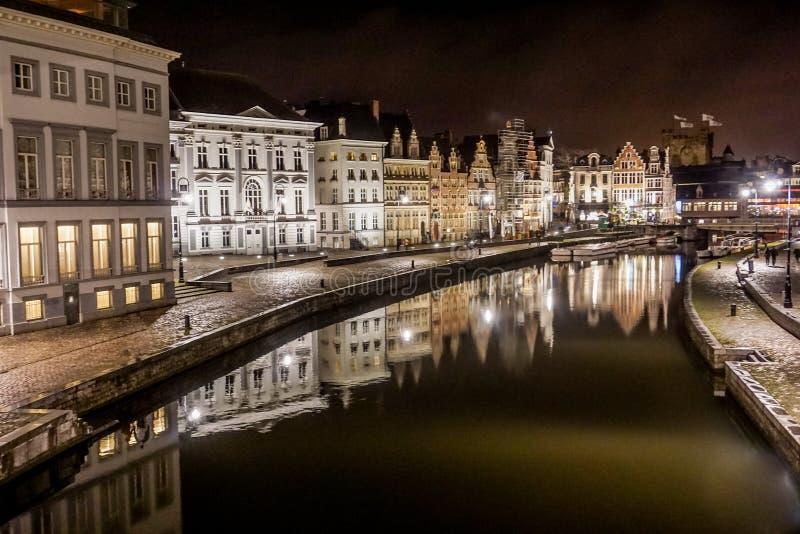 大厦夜场面在河的绅士的,比利时 图库摄影
