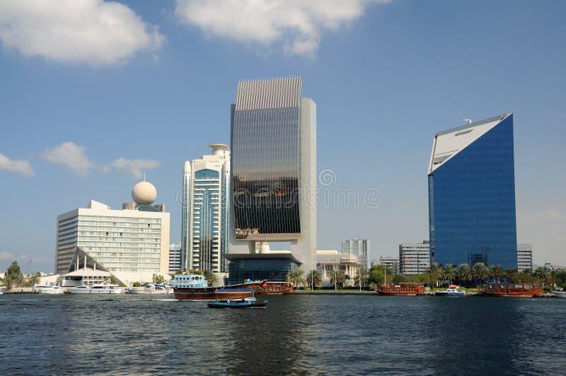 大厦小河现代的迪拜 免版税库存图片