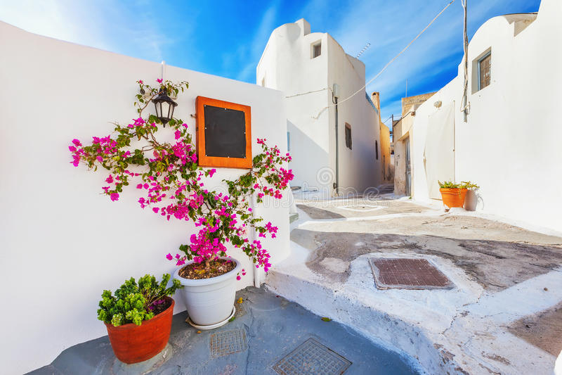 大厦希腊小山海岛santorini 美丽如画的Emporio村庄 库存图片