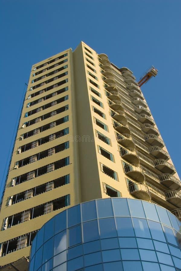 大厦最近架设了现代 免版税库存图片