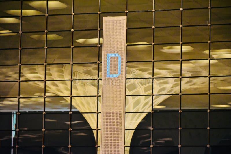 大厦独特的照片的时髦的现代建筑室内设计 免版税库存照片