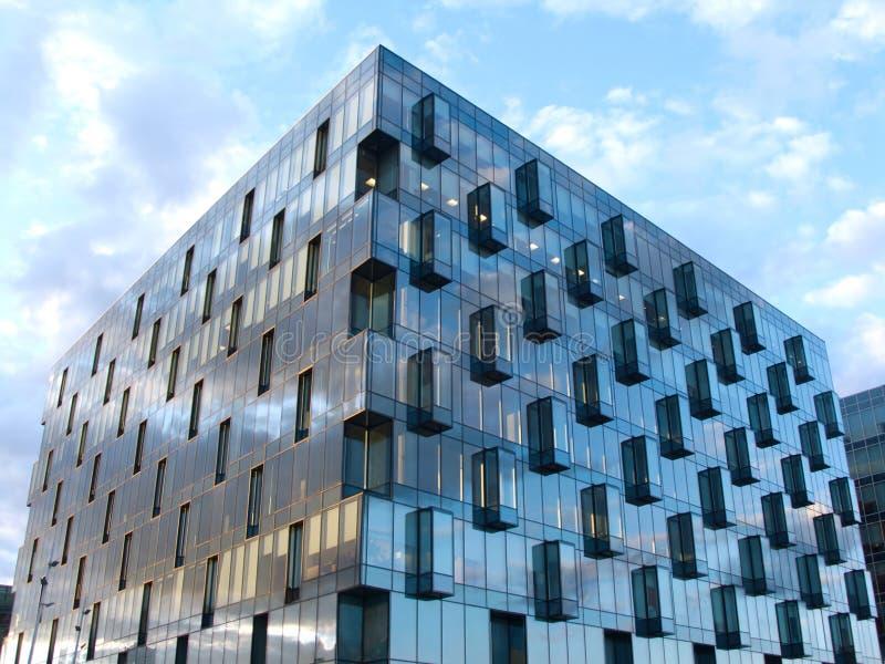 大厦玻璃许多金属化现代视图 免版税库存图片