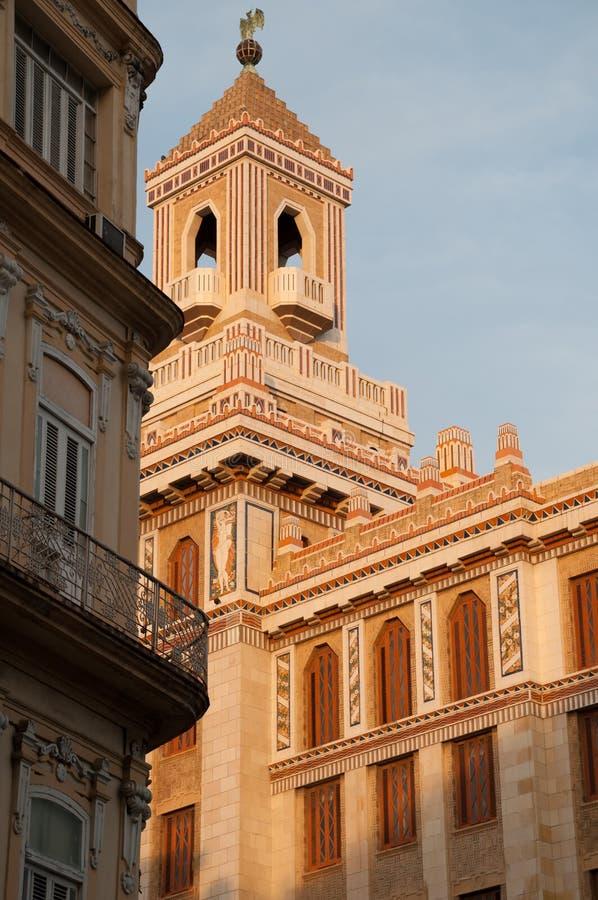 大厦的门面的细节在哈瓦那街道的  图库摄影