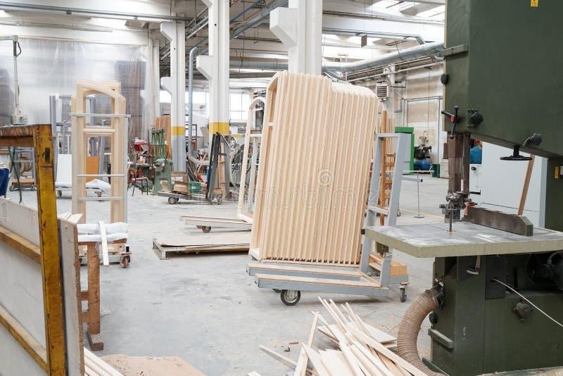大厦窗口的工厂 免版税库存图片