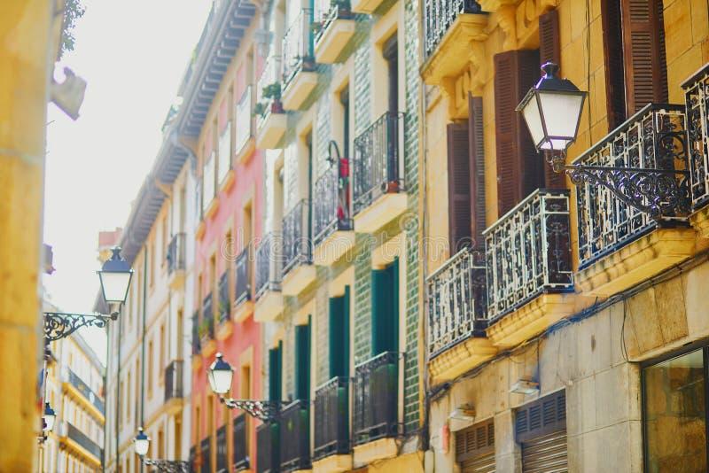 大厦美丽的门面在圣・萨巴斯蒂安Donostia,西班牙 免版税图库摄影
