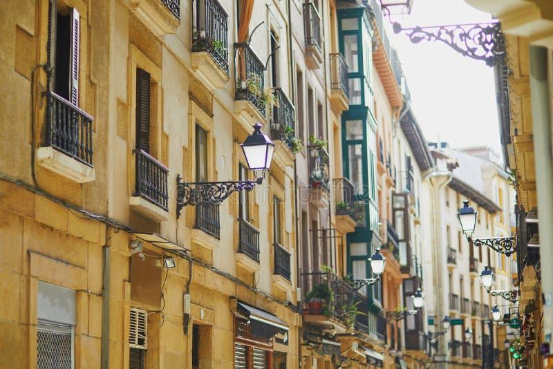 大厦美丽的门面在圣・萨巴斯蒂安Donostia,西班牙 免版税库存图片