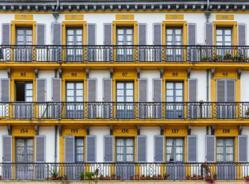 大厦门面在圣塞瓦斯蒂安,西班牙 库存照片