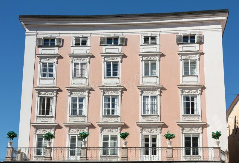 大厦门面在萨尔茨堡的历史的中心 图库摄影