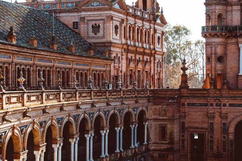 大厦门面在西班牙正方形或广场de西班牙的 o 库存图片